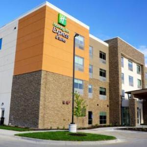 Holiday Inn Express & Suites Omaha -Millard Area