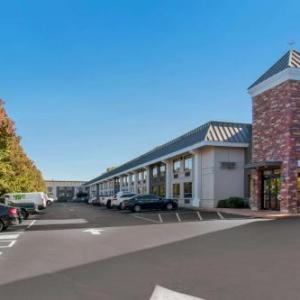 Whitaker Center Hotels - Quality Inn Riverfront