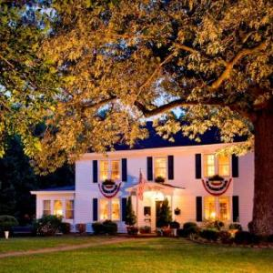 Hotels near Kimball Theatre - A Williamsburg White House Inn