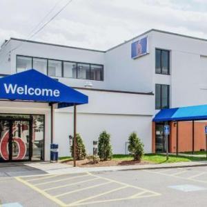 Campanelli Stadium Hotels - Motel 6-Brockton MA