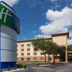 Hotels near Plant City Stadium - Holiday Inn Express Hotel & Suites Plant City