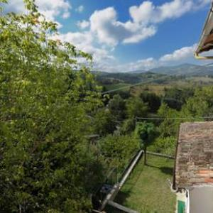 Book Now Molinelli Di Qua (Loiano, Italy). Rooms Available for all budgets. Molinelli Di Qua offers pet-friendly accommodation in Loiano. The property features views of the mountain is 21 km from Bologna. Free private parking is available on site.The