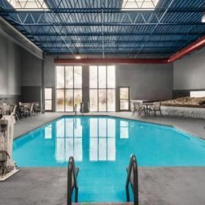 Days Inn & Suites Milwaukee Airport