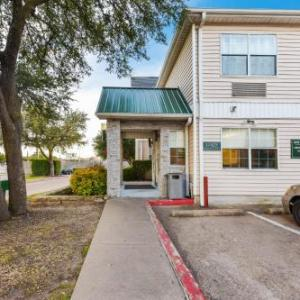 HomeTowne Studios by Red Roof Dallas - North Addison - Tollway