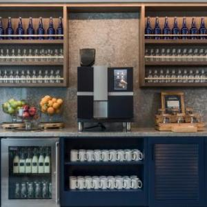 Pier Six Pavilion Hotels - Renaissance Baltimore Harborplace Hotel