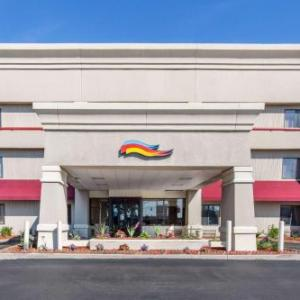 Hotels near Stars and Stripes Festival - Baymont By Wyndham Detroit/Roseville
