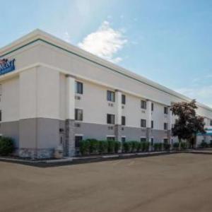 Baymont Inn & Suites Detroit Airport Romulus MI, 48174
