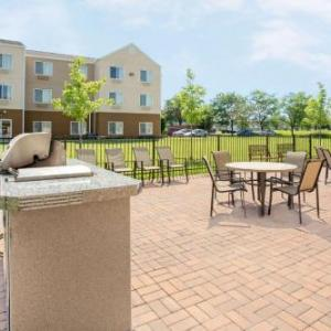 Lambeau Field Hotels - Baymont Inn & Suites Green Bay