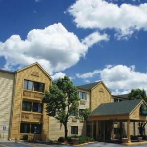 Hotels near VooDoo Lounge Kansas City - La Quinta Inn by Wyndham Kansas City North