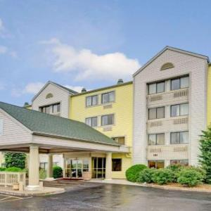 Hotels near Connection Point Church Raytown - Days Inn & Suites by Wyndham Kansas City -Kansas City Stadium