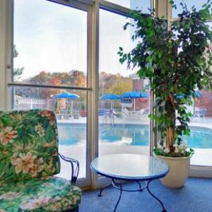 Hotels near BLVD Nights Kansas City - Oak Tree Inn Kansas City