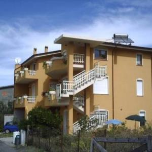 Book Now Stella Del Sud (Cuglieri, Italy). Rooms Available for all budgets. Offering a garden Stella Del Sud is located in Cuglieri. Alghero is 47 km away. Free WiFi is available throughout the property and free private parking is available on site.Th