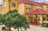 La Quinta Inn & Suites San Antonio North Stone Oak Image