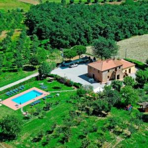 Book Now Locazione Turistica Giuseppe.1 (Cortona, Italy). Rooms Available for all budgets. Locazione Turistica Giuseppe.1 is situated in Cortona 49 km from Siena. Perugia is 40 km away. Private parking is available on site.All units include a satellite TV. There is