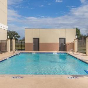 Berry Center Hotels - Days Inn & Suites By Wyndham Houston Nw Cypress