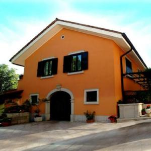 Book Now Residence Villa Maria (Monrupino, Italy). Rooms Available for all budgets. Residence Villa Maria offers self-catering apartments with balcony and located Monrupino. It is set in its large and well-kept garden and the units have classic décor and