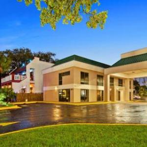 Hotels near Saenger Theatre Biloxi - Best Western Oak Manor