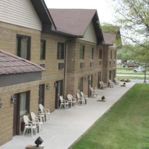 Hotels near Farmington Civic Center - SUMMER BAY'S TRADITION INN