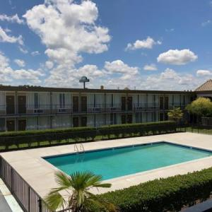 Hotels near Paramount Theatre Goldsboro - Days Inn Goldsboro