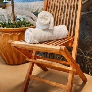 Hotels near Marshfield High School - Best Western Plus Holiday Hotel
