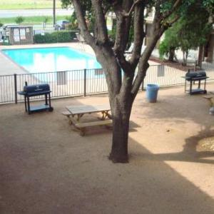 Deluxe Inn San Antonio Near Lackland AFB