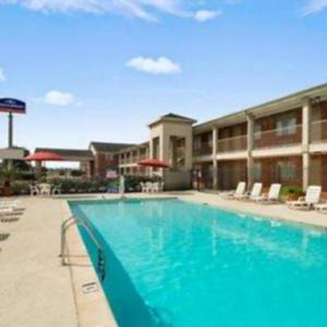 Hotels near Riverfront Park Beaumont - Howard Johnson By Wyndham Beaumont