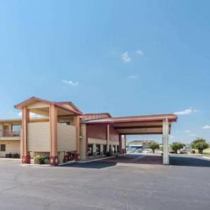 Extraco Events Center Hotels - Super 8 Waco/Mall Area