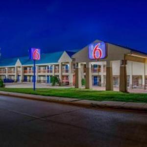 Arlington Improv Hotels - Motel 6-Arlington TX