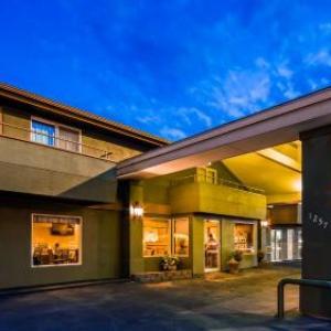 RiverTree Inn & Suites