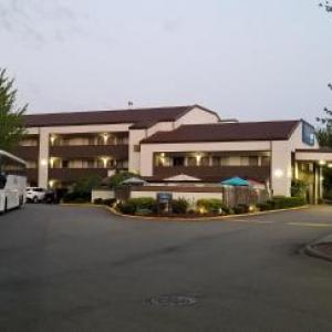 Laughs Comedy Spot Hotels - Baymont Inn Kirkland
