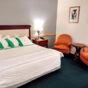 Hotels near King County Fairgrounds - GuestHouse Inn Enumclaw