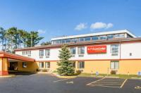 Econo Lodge Inn & Suites Stevens Point Image
