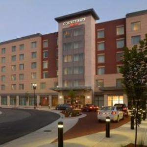 Hotels near Downtown Muncie - Courtyard by Marriott Muncie at Horizon Convention Center