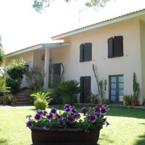 Book Now B&B Fra e Fe (Arborea, Italy). Rooms Available for all budgets. Surrounded by the countryside B&B Fra e Fe is 700 metres from the main square of Arborea. It offers free WiFi throughout air-conditioned rooms and a furnished garden with