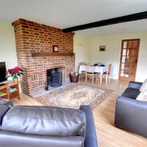 The Booking Hall Dover Hotels - Holiday Home Walnut