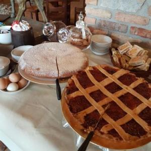 Book Now Agriturismo la Cavallina (Monguzzo, Italy). Rooms Available for all budgets. Located in Monguzzo  35 km from Milan Agriturismo la Cavallina boasts air-conditioned rooms with free WiFi. Guests can enjoy the on-site restaurant. Free private parking is av