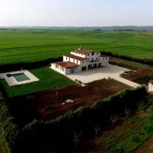 Book Now Al Refolo (Poggiorsini, Italy). Rooms Available for all budgets. Located 12 km from Gravina in Puglia in the Apulia Region a 30-minute drive from Matera Al Refolo features a seasonal outdoor pool and terrace. Guests can enjoy the on-site re
