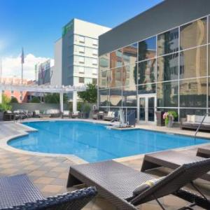 Tennessee Aquarium Hotels - DoubleTree by Hilton Chattanooga Downtown