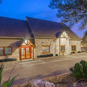 Hotels near Live Oak Civic Center - Navona Live Oak Hotel