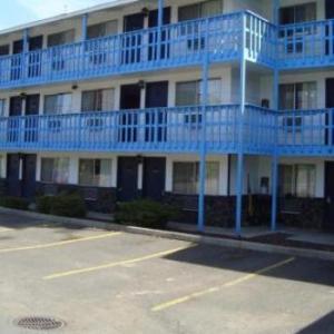 Roos Field Hotels - Willow Springs Motel