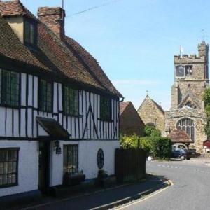 Headcorn Aerodrome Hotels - Tudor Cottage