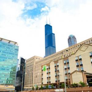 UIC Pavilion Hotels - Holiday Inn Hotel And Suites Downtown Chicago