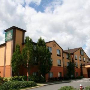 Hotels near Evergreen State Fair - Evergreen Inn and Suites
