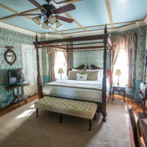Toyota Oakdale Theatre Hotels - The Wallingford Victorian Inn