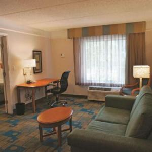 La Quinta by Wyndham Houston Bush IAH South