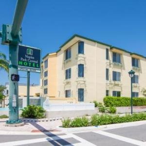 Book Now Naples Park Central Hotel (Naples, United States). Rooms Available for all budgets. Offering an outdoor pool this Naples hotel provides free WiFi and a small refrigerator in every room. Naples Beach is 15 minutes' walk away.A satellite cable TV microwave and
