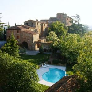 Book Now La Grancia Country Resort (Montisi, Italy). Rooms Available for all budgets. Offering a seasonal outdoor pool and barbecue La Grancia Country Resort is located in Montisi in the Tuscany Region. Free private parking is available on site.Every room is fi