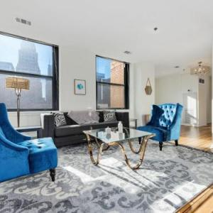 Architectural 3BR Penthouse in Loop