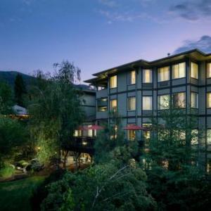 Hotels near Ashland Armory - Plaza Inn & Suites At Ashland Creek