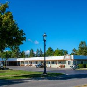 Book Now Vindel Motel - Mackinaw City (Mackinaw City, United States). Rooms Available for all budgets. Conveniently located off Interstate 75 this Mackinaw City motel is 10 minutes' walk from the Mackinaw City Bridge and Lighthouse.  An outdoor pool is provided on site as we